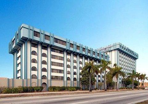 Comfort Inn and Suites Miami Airport - Exterior