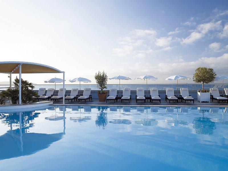 Radisson Blu Hotel Nice 游泳池视图
