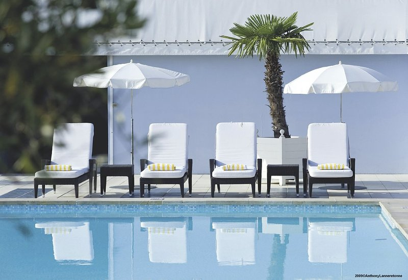 Radisson Blu Hotel Nice Kilátás a medencére