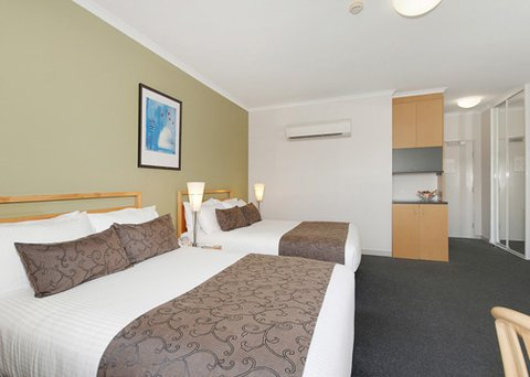 Quality Hotel Woden - QHWStudio Room Pic