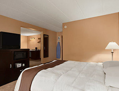 Days Inn & Suites Cincinnati - Cincinnati, OH