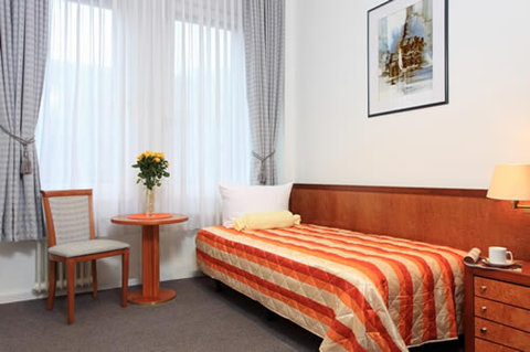Potsdamer Inn - Other Hotel Services Amenities