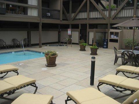 Best Western Plus Inn At The Vines - Swimming Pool   Hot Tub
