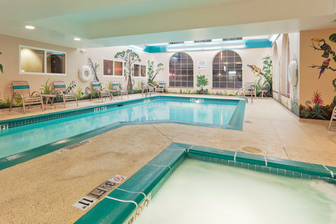 Holiday Inn Express Hotel And Suites Bishop - Whirlpool