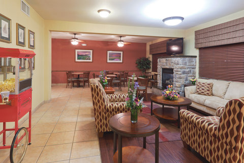Holiday Inn Express Hotel And Suites Bishop - Lobby Lounge