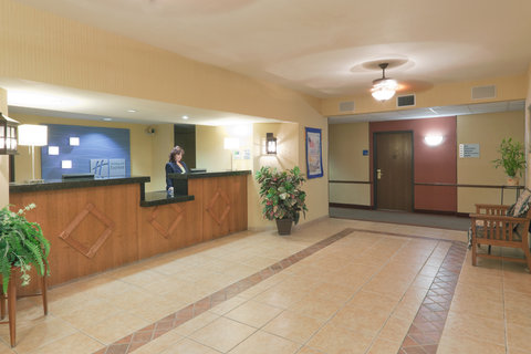 Holiday Inn Express Hotel And Suites Bishop - Hotel Lobby