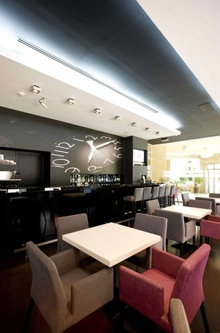 Golden Tulip Times - Cafe Times