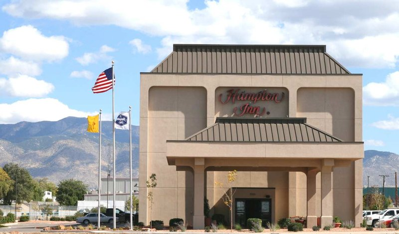 Hampton Inn Albuquerque, University-Midtown (UNM) 外観