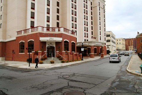 Hampton Inn - Suites Albany-Downtown - Hotel Exterior