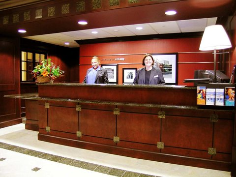 Hampton Inn - Suites Albany-Downtown - Front Desk