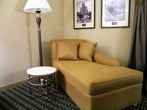 Hampton Inn - Suites Albany-Downtown - Standard King Room