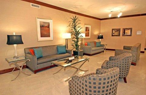 DoubleTree by Hilton Atlanta North Druid Hills/Emory Area - Lobby Sitting Area