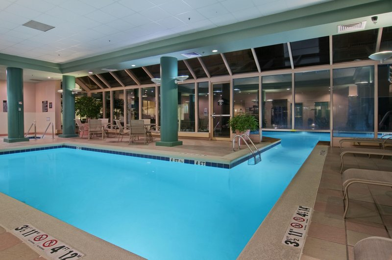 Hilton Suites Atlanta Perimeter Вид на бассейн
