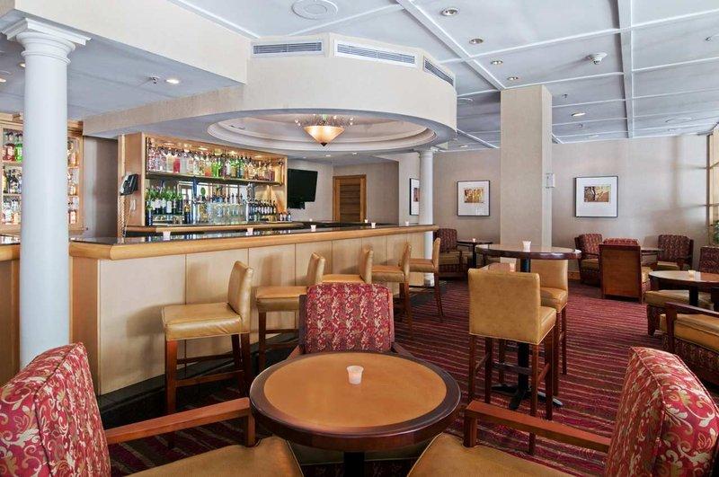 Hilton Suites Atlanta Perimeter Бар/гостиная