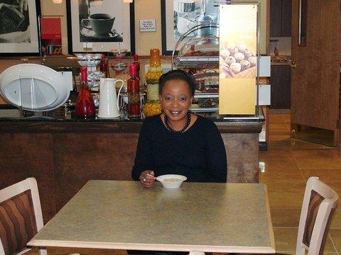 Hampton Inn-Birmingham I-65-Lakeshore Dr - Breakfast Dining Area