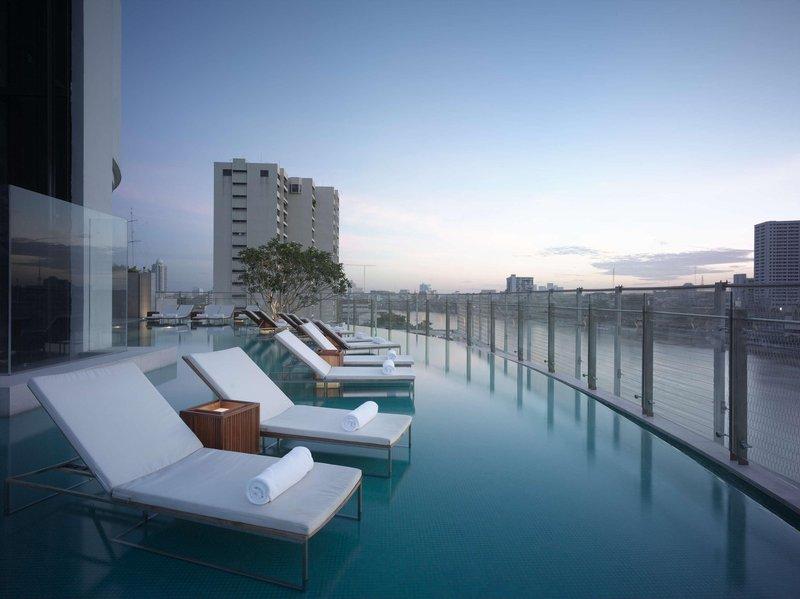 Millennium Hilton Bangkok Kilátás a medencére
