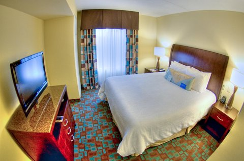 Hilton Garden Inn Clarksville - King Suite Bedroom