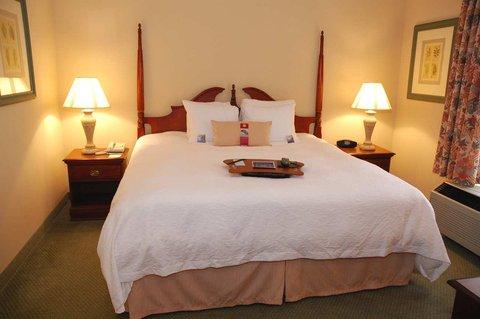 Hampton Inn & Suites Nashville - Green Hills - King Bed Guestroom