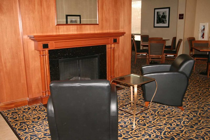 Hampton Inn Boston-Woburn Lobby
