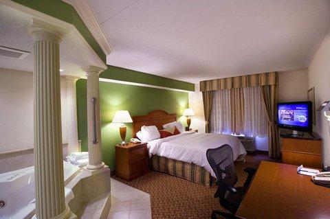 Hilton Garden Inn Chattanooga Hamilton Place - King Bed with Whirlpool