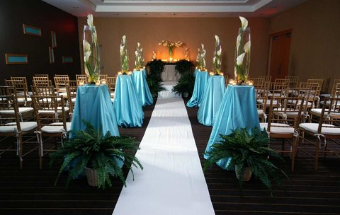 DoubleTree by Hilton Chicago - Arlington Heights - Indoor Ceremony