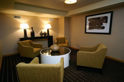 DoubleTree by Hilton Chicago - Arlington Heights - Sitting Room