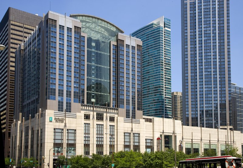 Embassy suites by hilton chicago downtown magnificent mile for Nice hotels downtown chicago