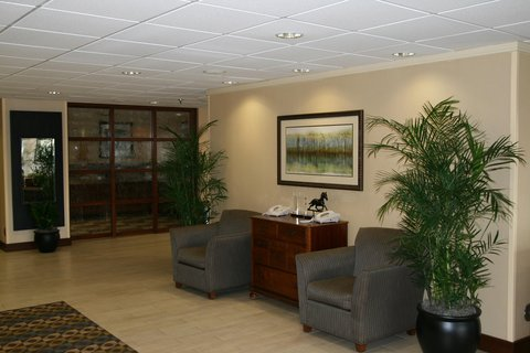 Hampton Inn Charlottesville - Lobby Soft Seating Area