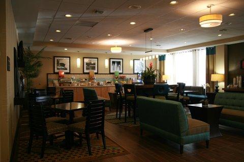 Hampton Inn Columbus - Perfex Mix Lobby