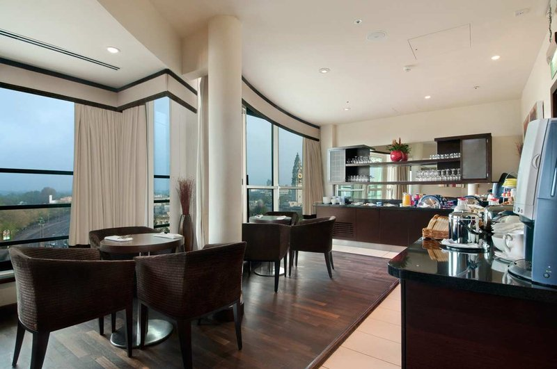 Hilton Cardiff Hotel Bar/lounge