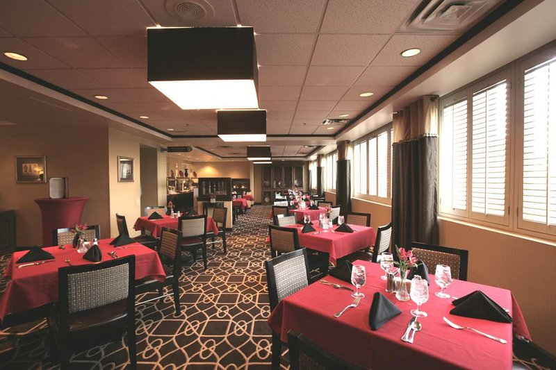 Doubletree Hotel Dallas Market Center Ravintolat
