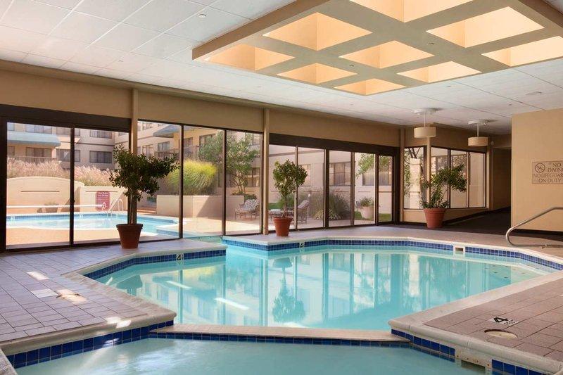 Doubletree Guest Suites Dayton/Miamisburg Poolansicht