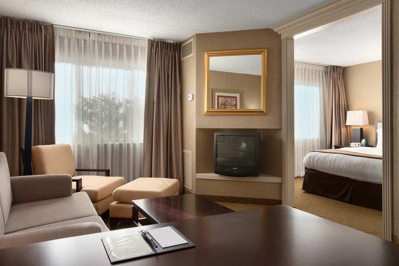 Doubletree Guest Suites Dayton/Miamisburg Suite