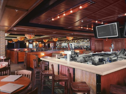 Hilton Garden Inn Dubuque Downtown - Houlihan s Bar