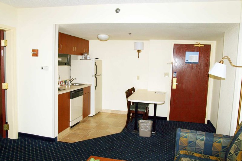 Hampton Inn & Suites Denver-Cherry Creek Bar/lounge