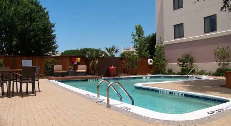 Hilton Garden Inn Las Colinas Uima-allasnäkymä