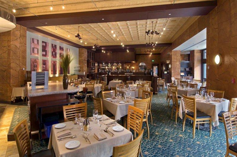 The Inn At Penn, A Hilton Hotel Gastronomie