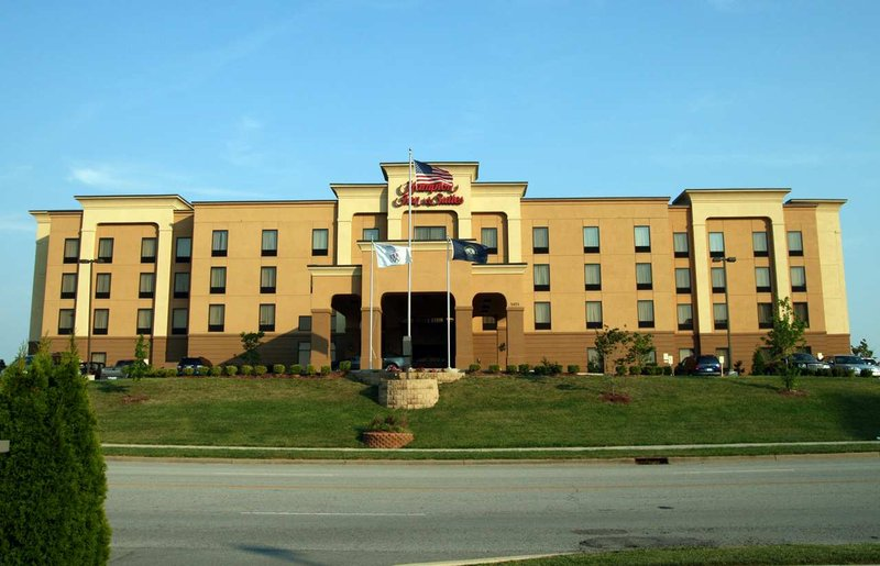 Hampton Inn & Suites Louisville East, KY 外観