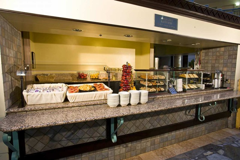 Embassy Suites Seattle - Tacoma International Airport Gastronomie