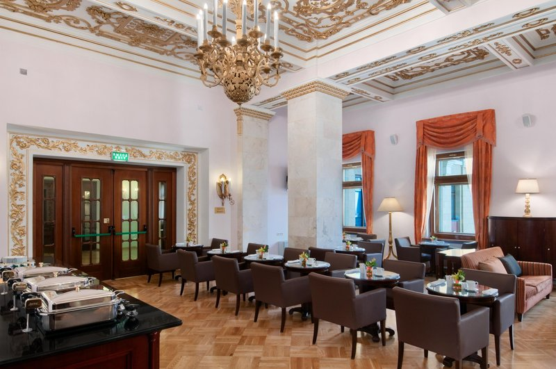 Hilton Moscow Leningradskaya 酒吧/休息厅