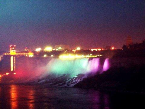 Hampton Inn Niagara Falls - The Falls at Night