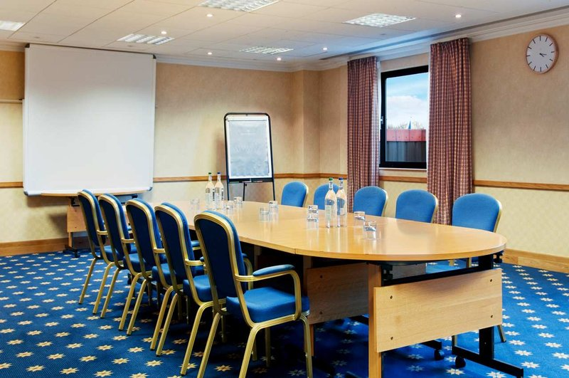 Hilton Swindon 会議室