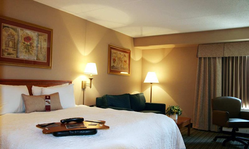 Hampton Inn Philadelphia/Willow Grove Suite