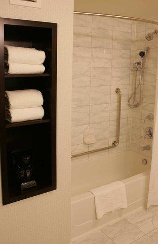 Hampton Inn by Hilton Toronto Airport Corporate Centre - Standard Bathroom