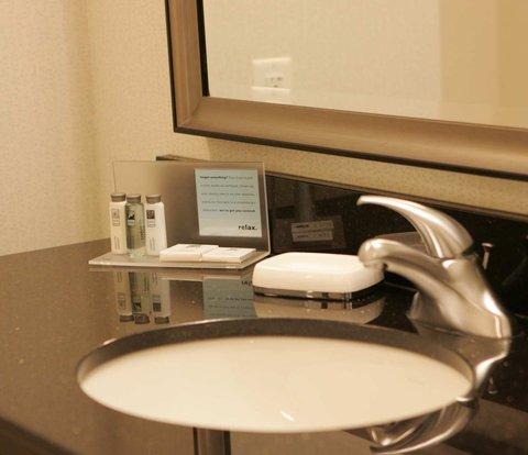 Hampton Inn by Hilton Toronto Airport Corporate Centre - Bathroom Sink