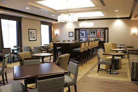 Hampton Inn by Hilton Toronto Airport Corporate Centre - Lobby