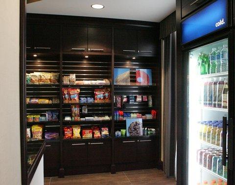 Hampton Inn by Hilton Toronto Airport Corporate Centre - Suite Shop