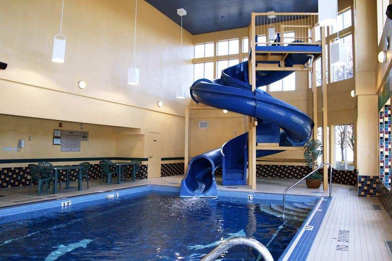 Hampton Inn & Suites Calgary University Uima-allasnäkymä