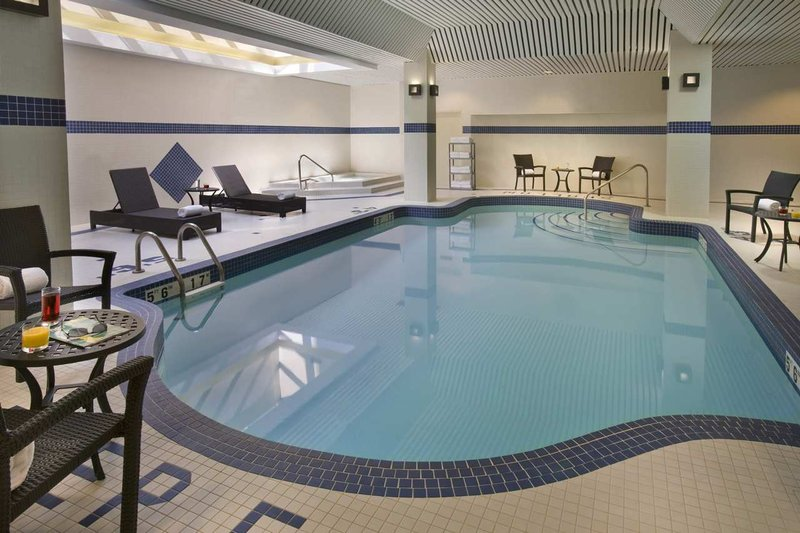Hilton Garden Inn Toronto City Centre Kilátás a medencére