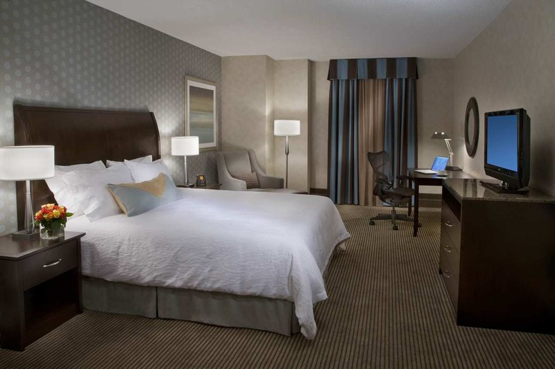Hilton Garden Inn Toronto City Centre Вид в номере
